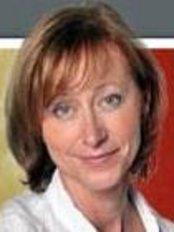 Dr. Éva Csibrey - Zahnarztpraxis in Ungarn