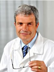 MUDR. David Štěpán, Plastická Chirurgie - Plastic surgeon MD. David Stepan Born 18. 9. 1957 graduation in 1983 at Masaryk University in Brno, attestation in general surgery 1986 plastic surgery 1991st