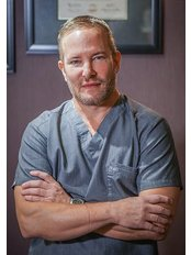 Dr. William Hall, MD - Plastic Surgery Clinic in US