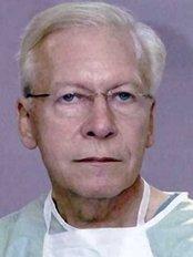 Trapianto Di Capelli Dr. Emilio Lavezzari - Hair Loss Clinic in Italy
