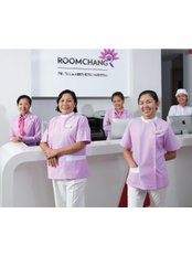 Roomchang Dental & Aesthetic Hospital - Rose Condo Branch - Highly Trained & Experienced Staff