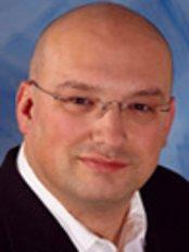 Dr. Daniel Lazeric Cosmetic Procedures - Dr Daniel Lazaric