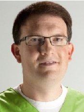 Dr med Dent Matthias Dobbe - Dental Clinic in Germany