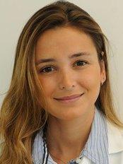 Dra Juliana Ferraz Hirsch - Dental Clinic in Brazil