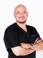 Clinica Nova Imagen - Dr. Carlos Ibarra Medico Cirujano con especialidad en Medicina Estética y Cirugía Cosmética Ced. Prof. 5403753 Especialidad 8070232
