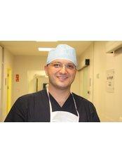 Dr. Yalçın Özsoy - Klinik für Plastische Chirurgie in der Türkei