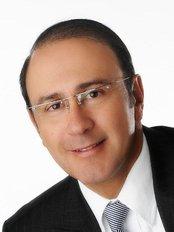 Dr. Luis Pavajeau Munoz - Plastic Surgery - Plastic Surgery Clinic in Colombia