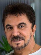 Clinica Cirurgia Plástica Wagner Moraes - Consultório Barra - Plastic Surgery Clinic in Brazil