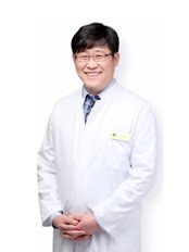 Oaks Dental Clinic - The founder and head doctor of The Oaks Dental Clinic, Dr. Bae