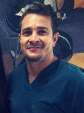 GARABITO DENTAL - dr. Jairo Víquez, mannager, oral surgery