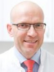 Dr. med. Holger Pult Facharzt für Plastische und Ästhetische Chirurgie - Plastic Surgery Clinic in Germany