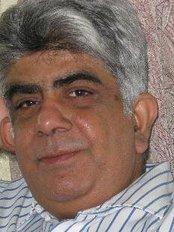 Dr. Vijay Bhatia - Plastic Surgery Clinic in India
