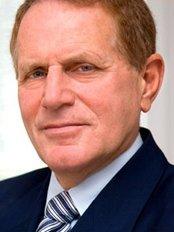 Dr. Julius Prandecki - Hair Loss Clinic in Poland