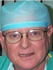 Dr. Carlos Navarro Gasparetto - Plastic Surgery Clinic in Peru