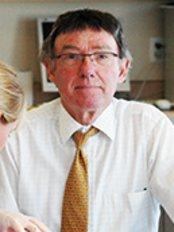 Ian M Milne - Dr Ian Milne
