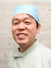 Takashi Dental Clinic - Takashi Takahashi