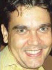 Dr. Eduardo Cabral - Cirurgia Plástica - Plastic Surgery Clinic in Brazil