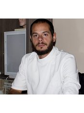 Dott. Emanuele Luciani Osteopath and Physiotherapist - Osteopathic Clinic in Italy