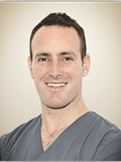 Dr Sylvain Mouraret - DR. SYLVAIN MOURARET Doctor of Dental Surgery, specializing in the diagnosis and treatment of gum disease, periodontitis.
