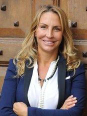 Cinzia Luccioli Chirurgo Estetico - Firenze - Plastic Surgery Clinic in Italy