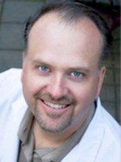MD Esthetics - Dr Kent Banks