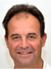 ME-DENT POLYCLINIC, CENTER FOR REGENERATIVE MEDICI - Erik Vrabic