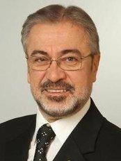 Dr. Yaşar Nalçacı - Estetik ve Kozmetik Diş Hekimliği - Dental Clinic in Turkey