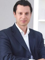 Dr Michael Yunaev - St Luke's Clinic - Plastic Surgery Clinic in Australia