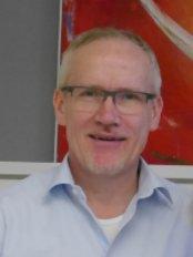 PD Dr. med. Bernhard Clasbrummel - CC Aesthetics - Medical Aesthetics Clinic in Germany