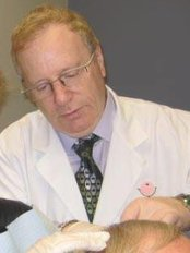 Dr Earl Minuks Grosvenor - Medical Aesthetics Clinic in Canada