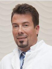 Asthetische Plastische Chirurgie Munchen - Dr Kremer MD
