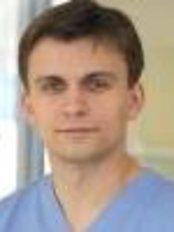 Implantologijos Ir Ortognatinės Chirurgijos Studija - Dr. Simonas Grybauskas