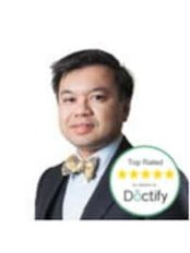 Dr Amir Hamid Consultant Ophthalmic Surgeon - Laser Eye Surgery Clinic in the UK