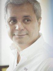 Dr. Satish Bhatia - Medical Aesthetics Clinic in India