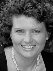 Dr med dent Corinna Hofer - Dental Clinic in Germany
