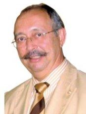 Dr. Cristino Suárez - Plastic Surgery Clinic in Spain