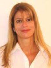 Dr. Adriana Farah Derus - Dental Clinic in Germany