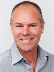 Dr Lewis Blennerhassett - Plastic Surgery Clinic in Australia