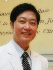 Renovia Clinic - Dr Staporn Jinaratana.