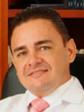 Dr. Julio Cesar Escobar - Plastic Surgery Clinic in Colombia