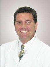Dr. Guillermo Wiegering Cecchi - Plastic Surgery Clinic in Peru