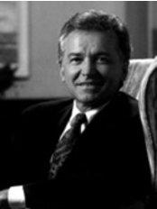 Wayne R. Perron Plastic Surgeon - Dr Wayne R Perron