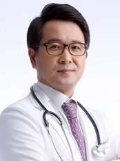 Park Jae Woo - Plastic Surgery Clinic in South Korea