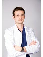 Cheveux Hair Transplant Center - Hair Center Kierach FUE Artur Kierach
